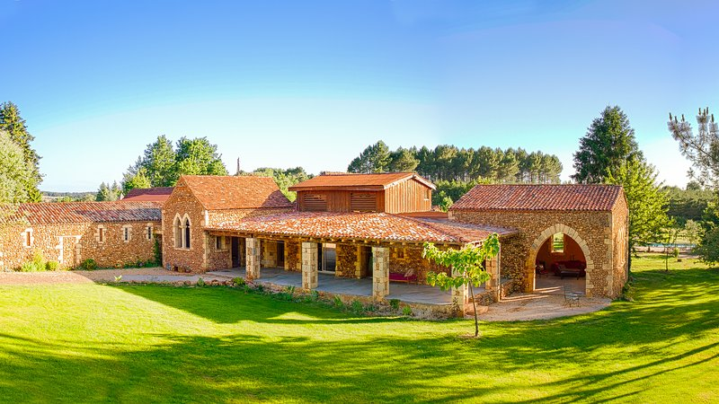 The Dezie Manor and Gardens: Orangerie with Heated Pool near Sarlat la Caneda, vacation rental in Eglise-Neuve-de-Vergt