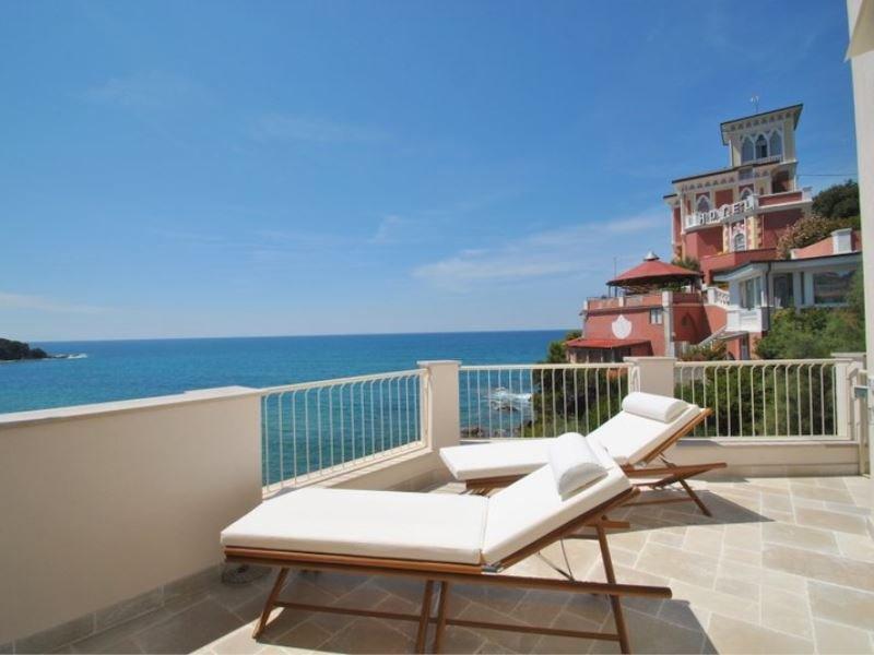 Splendida posizione sul mare - terrazza con stupenda vista - Quercetano, vacation rental in Castiglioncello