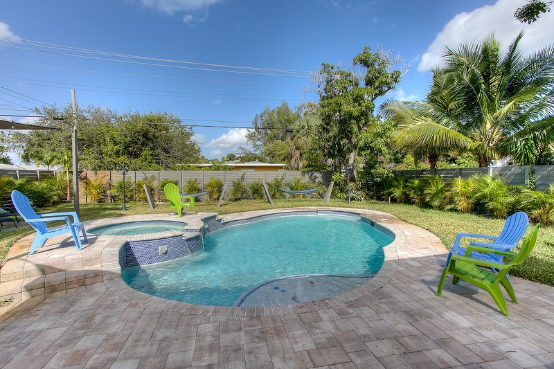 DANIA BEACH RESORT HOME..5 BEDROOMS 4 BATHS .POOL HOME., holiday rental in Dania Beach