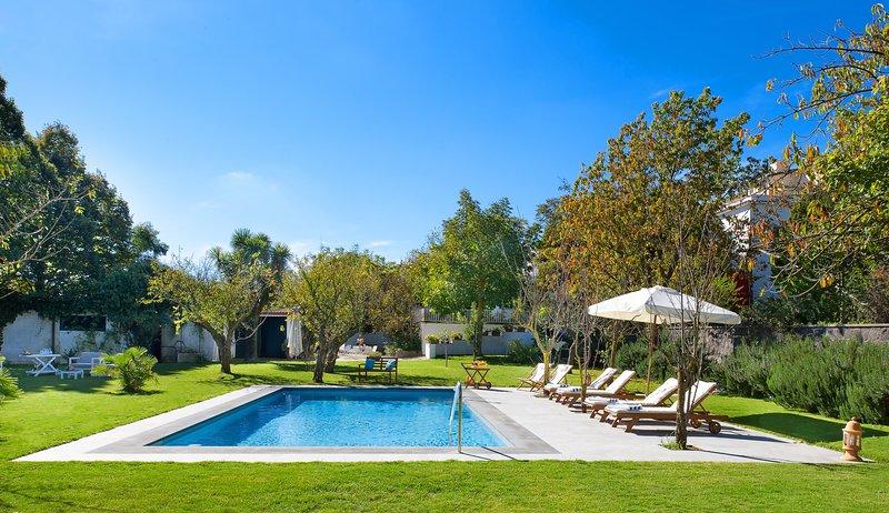 La Casa Bianca, Pool and Garden, Ferienwohnung in Massa Lubrense