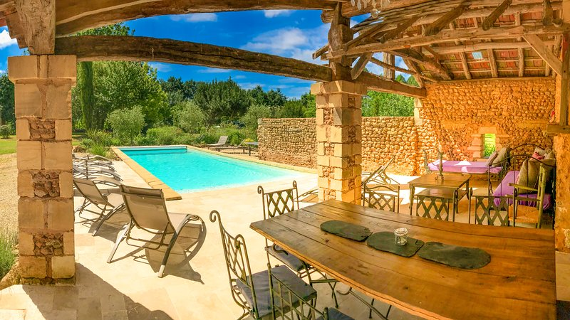 Dezie Manor and Gardens: Cottage with Heated pool near Sarlat la Caneda, location de vacances à Cendrieux