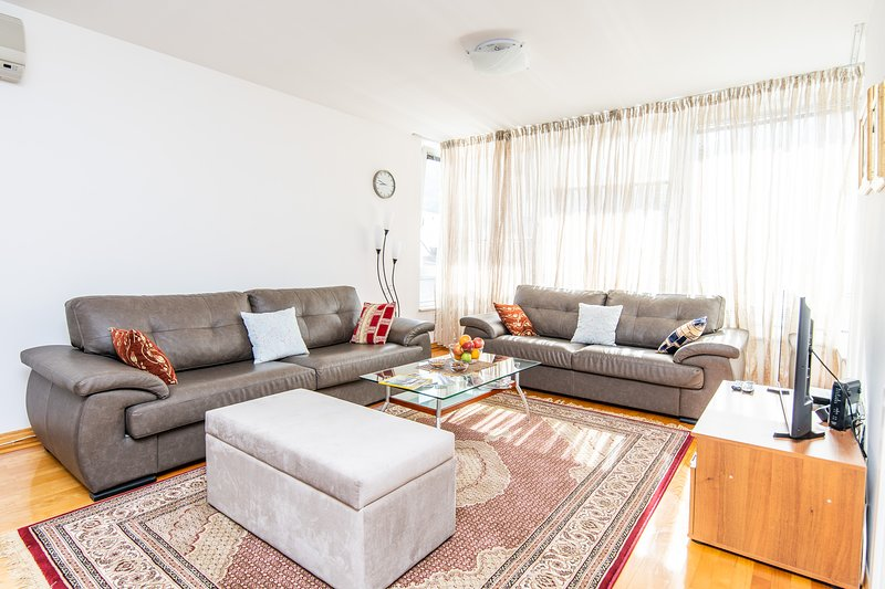 Modern 2BDR apartment in the center- FREE PARKING, holiday rental in Sarajevo