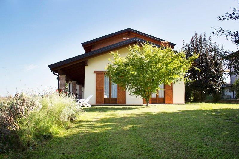 Appartamento in villa panoramica, vacation rental in Albiano d'Ivrea