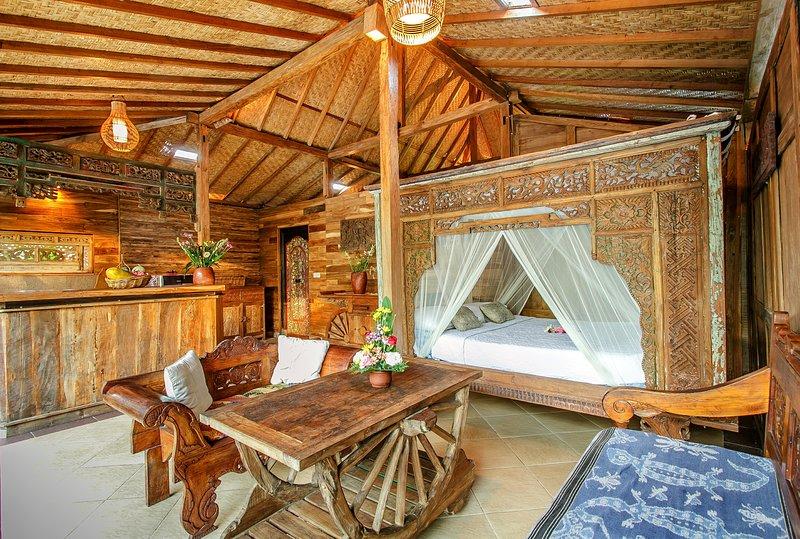 ECO Garden Wooden Villa: WIFI, pool, kitchen, holiday rental in Bangli