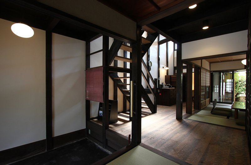 Great for BIG & small groups, 6 min. walk to GION x Historic house x FREE WIFI, holiday rental in Kyoto