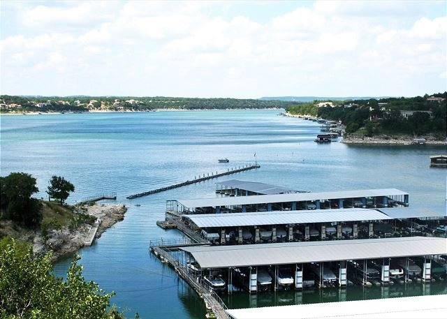 Waterfront All-Suite w/ Private Balcony – On-Site Dining, Spa & Marina, location de vacances à Lakeway