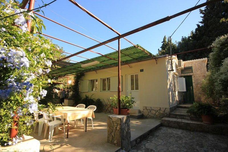 Vis Holiday Home Sleeps 6 with Air Con - 5469001, holiday rental in Vis