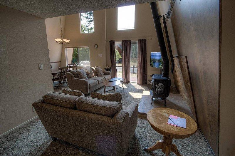 Bellevue Bungalo - cyh1046 living room
