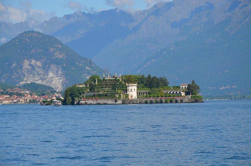 Beautiful apt with garden & Wifi, location de vacances à Oleggio Castello