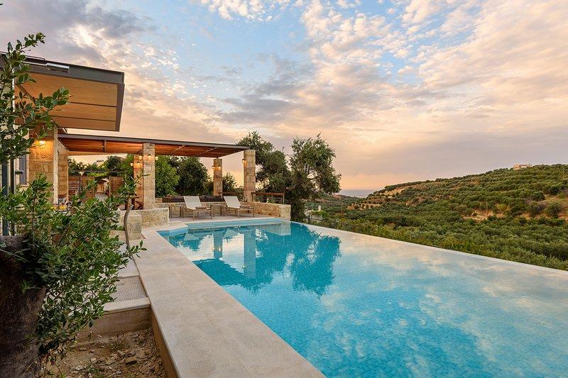 Margarita's Villa V - On quiet hill slope close to sandy beaches, location de vacances à Stalos