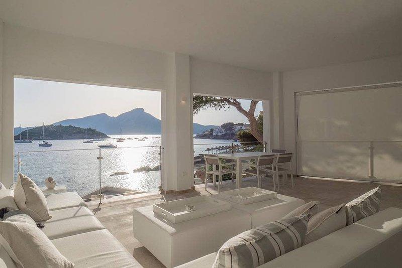 Villa ARLEQUIN · CASA ARLEQUIN - LUXURY BEACHFRONT VILLA, holiday rental in Sant Elm