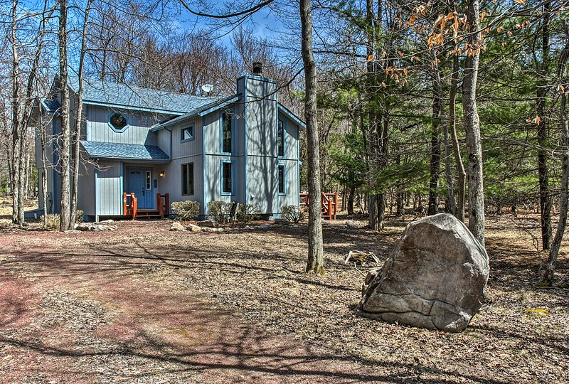 This cozy Lake Harmony vacation rental home is the ultimate Poconos retreat!