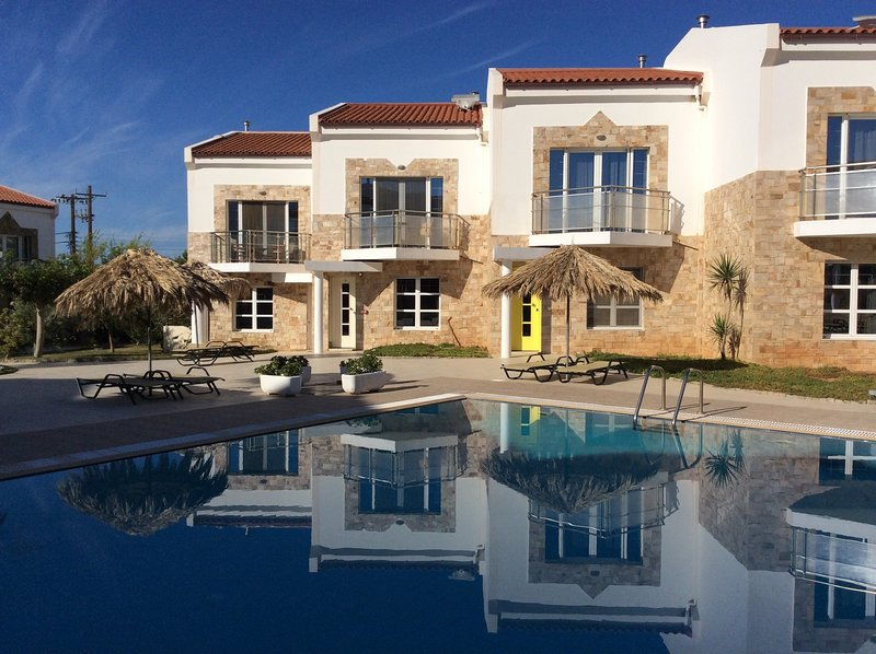 Grapevines 12 with pool, vacation rental in Koutsouras