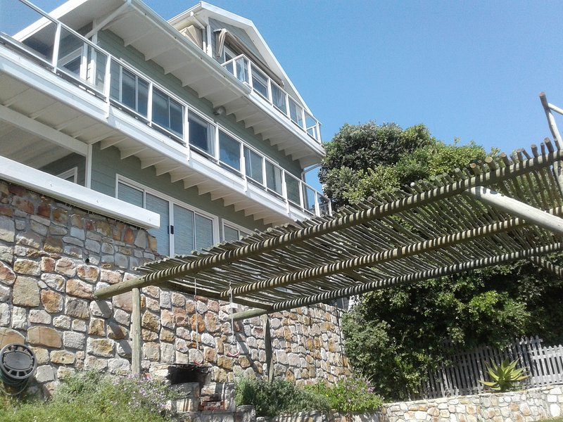 Spacious Mountain Side Villa | Panorama Ocean Views | Late Evening Sunsets, vacation rental in Scarborough