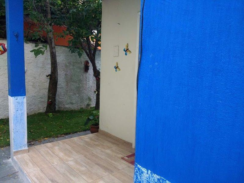 casa arraial do cabo com 02 quartos, sala, cozinha, banheiro, faz tudo a pé., holiday rental in Arraial do Cabo