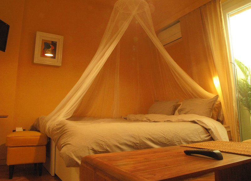 Homey and calm yet central (by the Hilton), holiday rental in Kaisariani