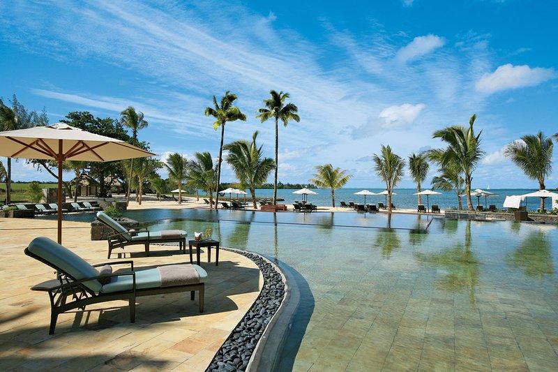 Anahita Stunning 2 Bed Oceanview-Luxury 5 Star Anahita, holiday rental in Sebastopol