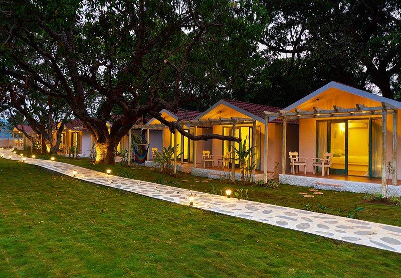 Blu Resort - BluRock Cottages, holiday rental in Vagator