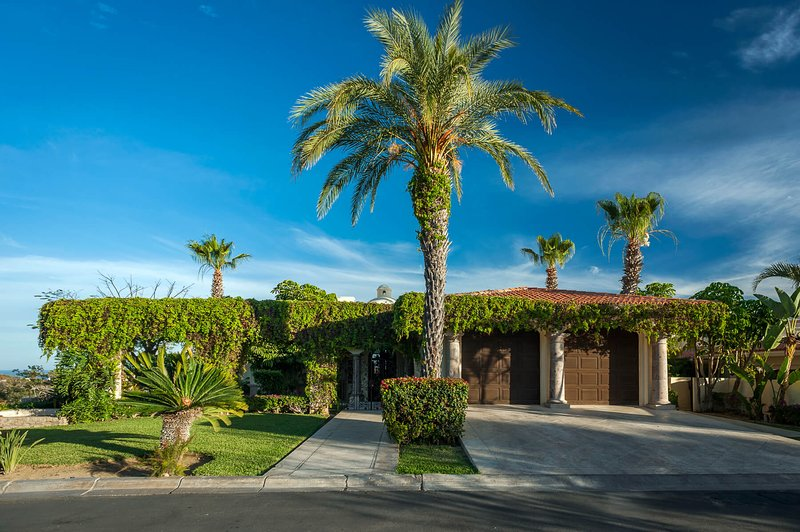 Be greeted by tall palms and lush and full greenery when you first reach Villa Desierto!