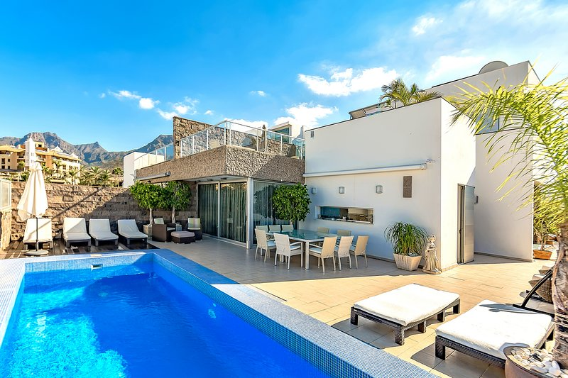 Luxury Villa with private heated Pool!, location de vacances à Adèje