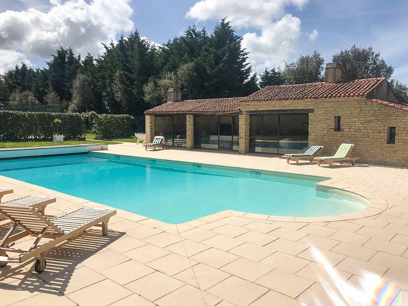 La Garnache Villa Sleeps 20 with Pool - 5720235, vacation rental in Saint-Christophe-du-Ligneron