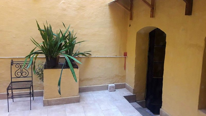 Vittoriosa Town house with yard, vacation rental in Cospicua (Bormla)