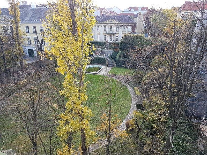 Spacious 70 m2 central Apartment with great park view, alquiler de vacaciones en Viena