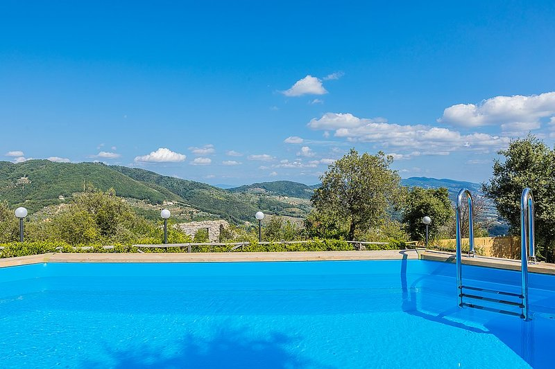 Grotta Giusti Villa Sleeps 14 with Pool Air Con and WiFi - 5720377, holiday rental in Montevettolini