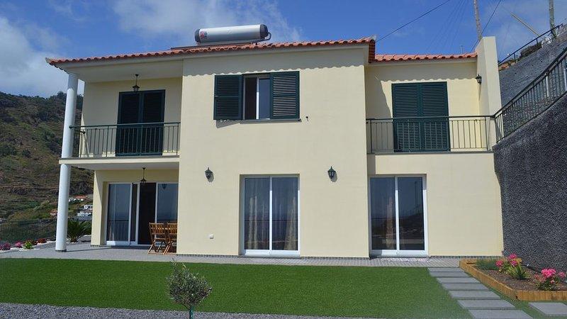Villa Graciela - 3 bedroom Ocean view new Villa, holiday rental in Ribeira Brava