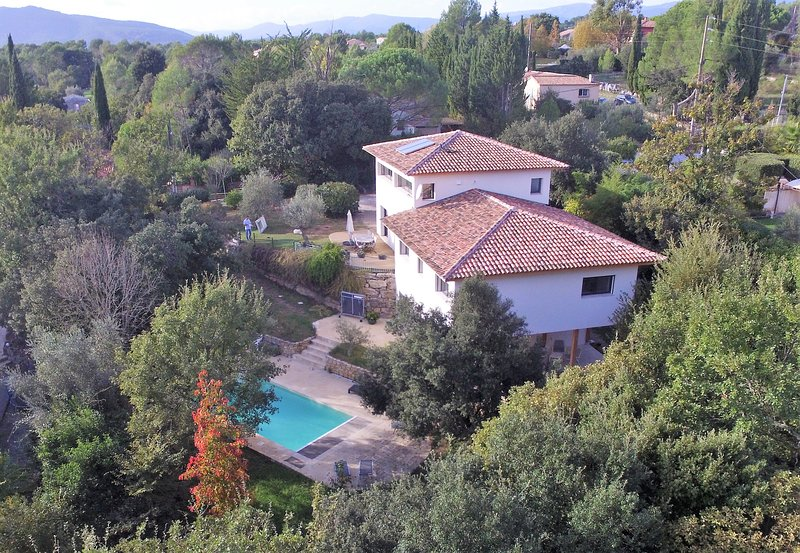 Comfy country villa with private pool & garden, peaceful, holiday rental in Bagnols-en-Foret