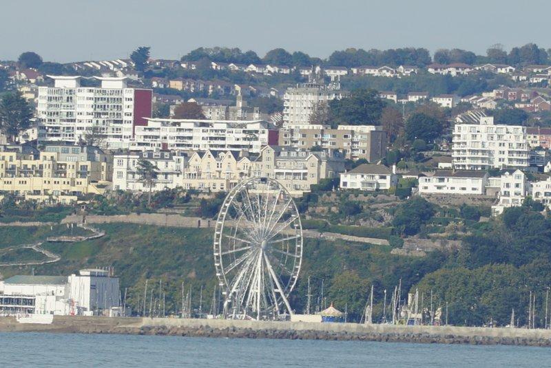 Una vista di Torquay dal porto di Brixham