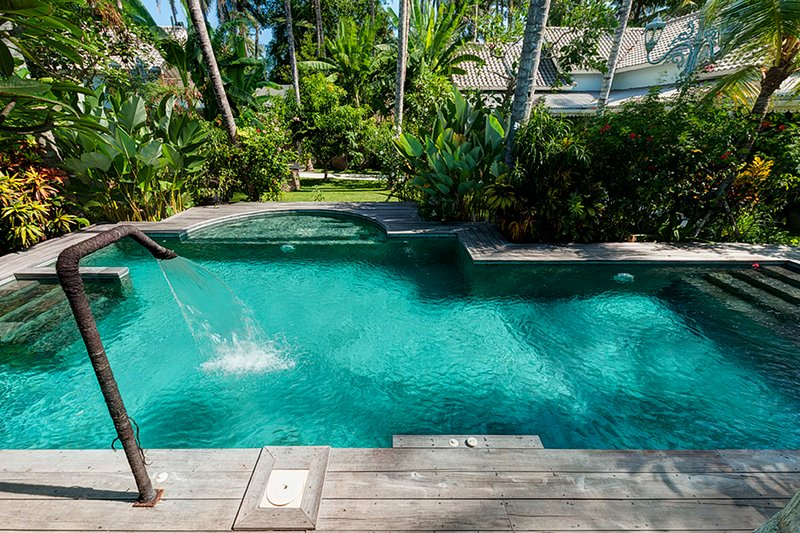 the swimming pool, perfect place for a sun bathing