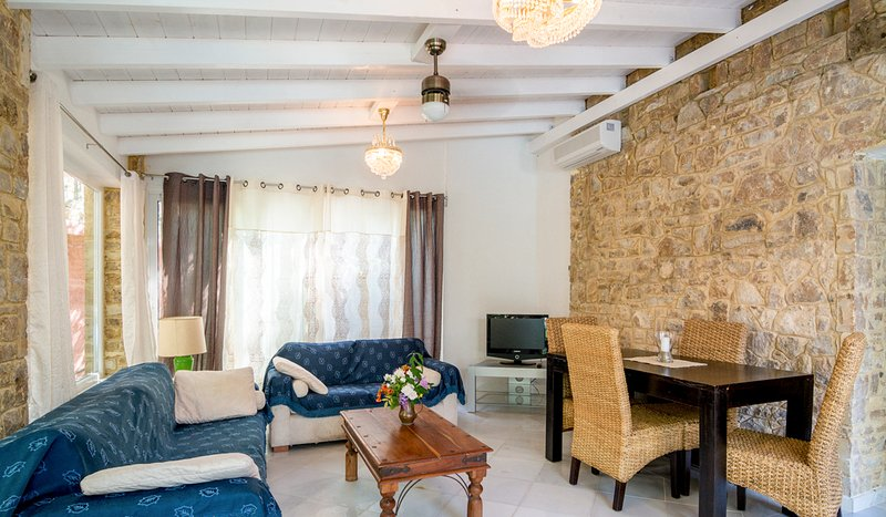 Elia Villa Sleeps 4 with Pool and Air Con - 5720389, holiday rental in Elia Nikitis