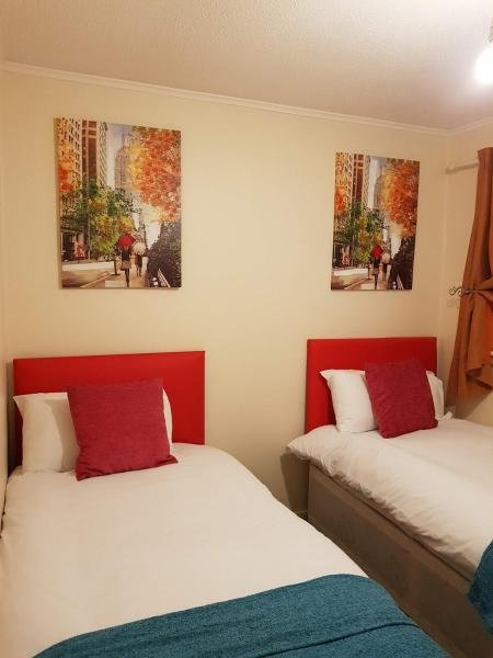 Ravenhill House - Huku Kwetu Corporate Accommodation, holiday rental in Harlington