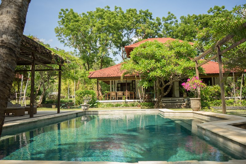 Villa Bukit Kaja Kauh, villa with private pool – semesterbostad i Buleleng Regency