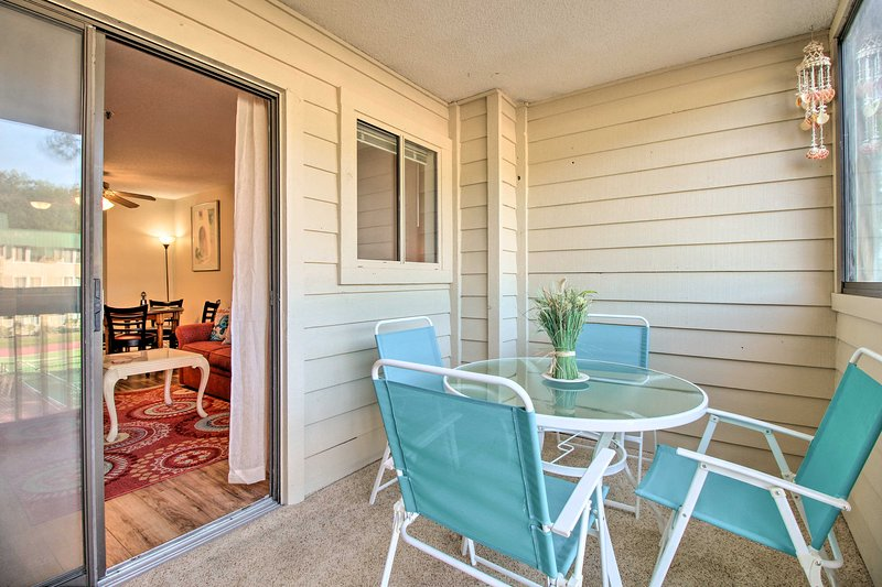 Family-Friendly Condo w/ Pools + Tennis Courts!, holiday rental in Parris Island