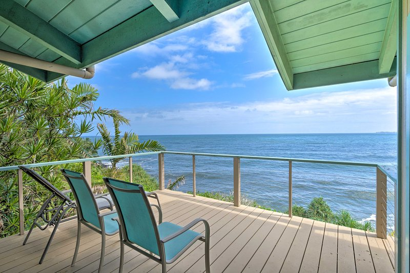 Hilo Home w/Furnished Balcony Stunning Ocean Views, holiday rental in Papaikou