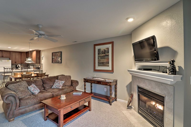 Condo w/Screened Porch on Lake of the Ozarks!, vacation rental in Camdenton