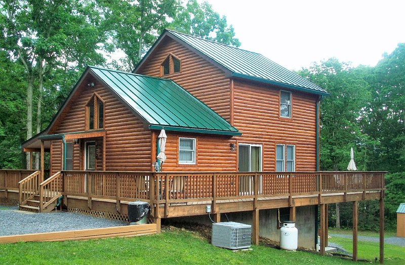 Deer Forest Lodge near the Shenandoah Outfitters, holiday rental in Bentonville