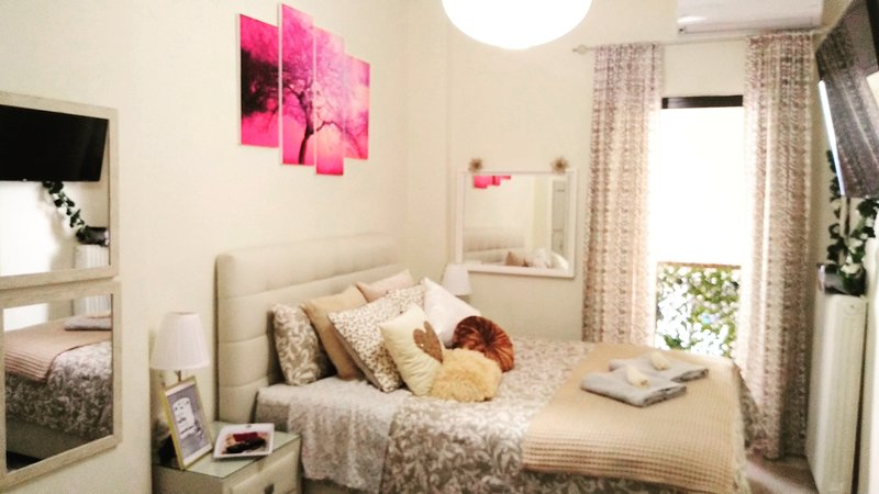 Theano's Cozy &. Quiet **Lux** Flat, holiday rental in Rio