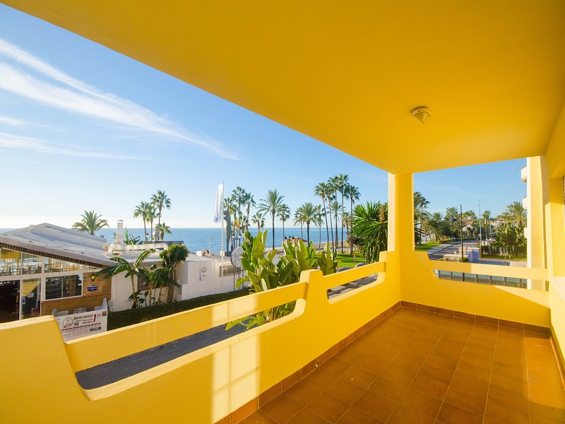 APARTMENT PILAR - First Beach Line, holiday rental in San Pedro de Alcantara