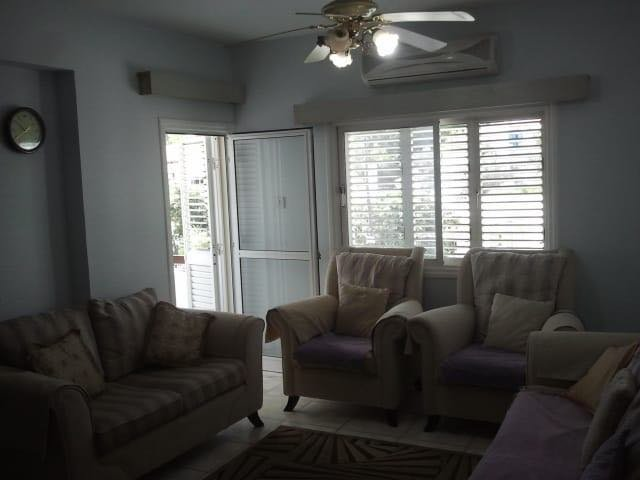 Comfortable Apartment in Perfect Location in Nicosia, aluguéis de temporada em Nicósia