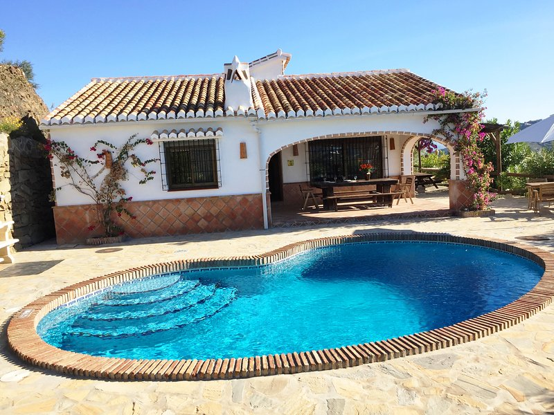 Finca Higuerón con piscina privada, holiday rental in Competa