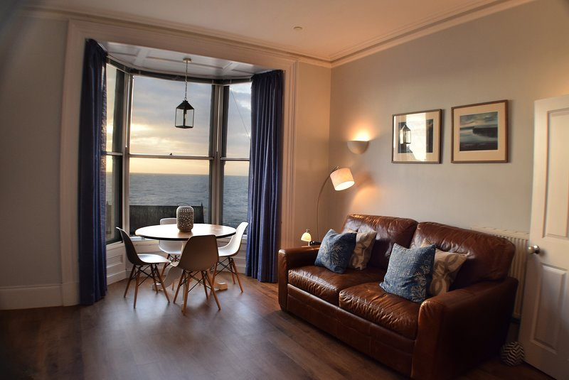 Awel Môr 3 Luxury Apartment - Luxury Holiday Apartment, vacation rental in Ceredigion