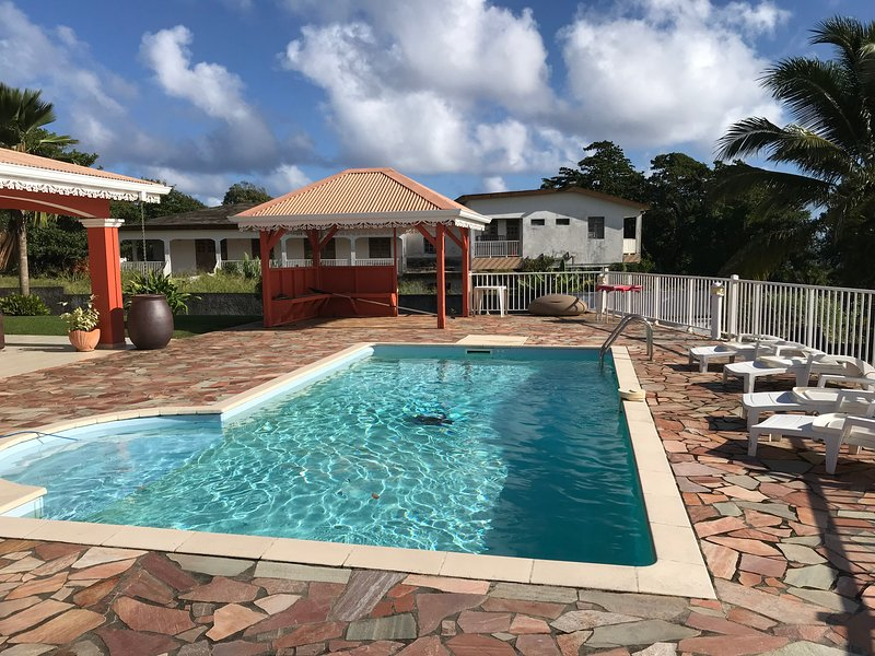 Spacious villa with swimming-pool, casa vacanza a Marigot