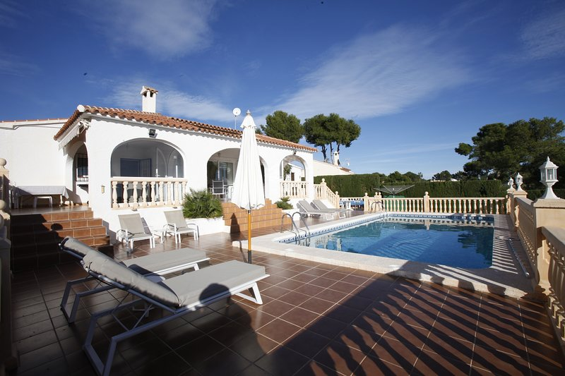 Villa Robin - Costa CarpeDiem, vacation rental in La Llobella