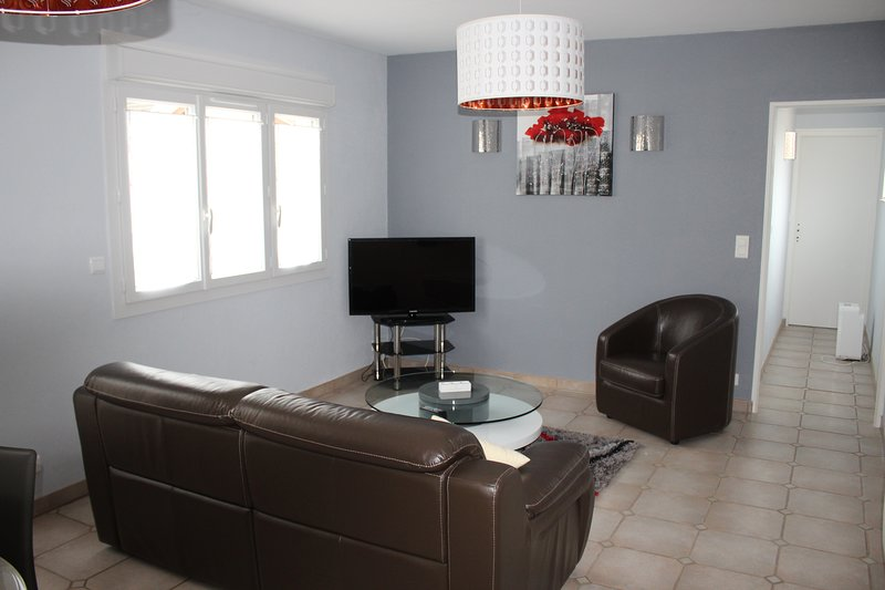 """living room """"family suite"""""""
