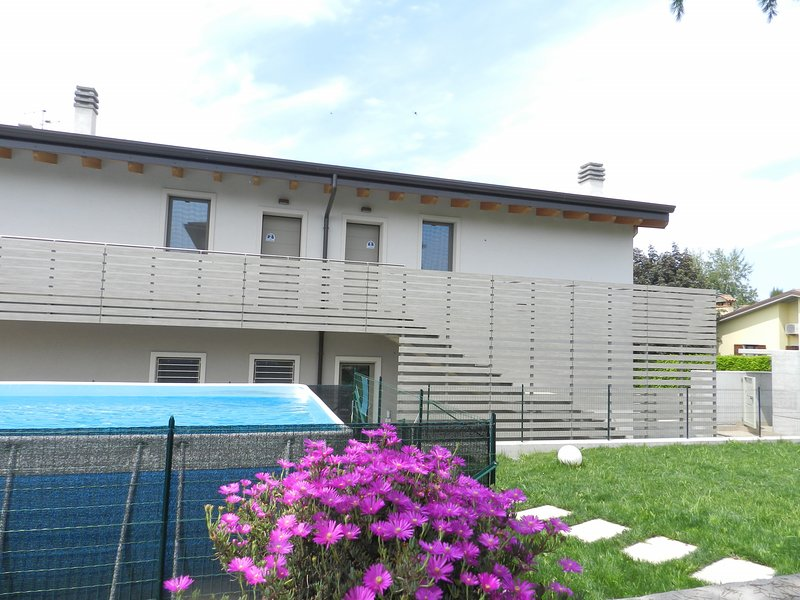 ATTICO MINA 2, vacation rental in Calmasino