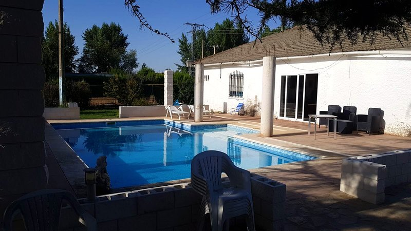 Spacious house with pool access, holiday rental in Autilla del Pino