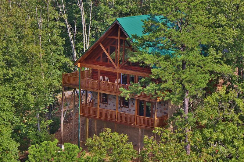 Prime Luxury 5 Bedroom Cabin Near Dollywood Has Balcony And Cable Home Interior And Landscaping Pimpapssignezvosmurscom